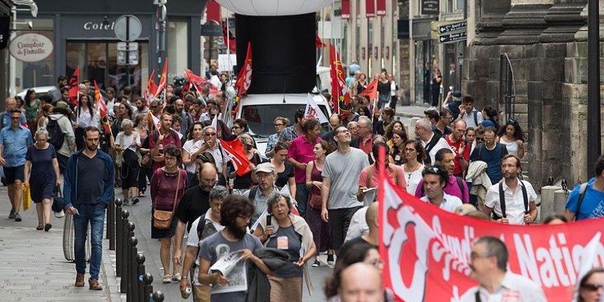 Fransa'da öğretmenler greve gitti