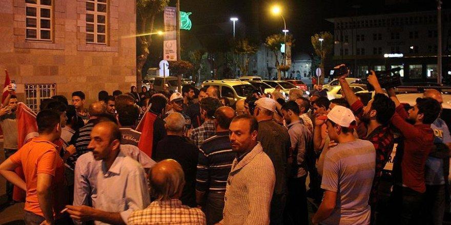 Konya'da elektrik kesildi, vatandaşlar Valiliğe koştu