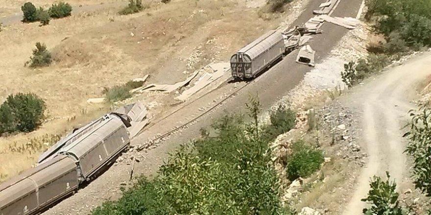 Muş'ta teröristler yük trenine saldırdı
