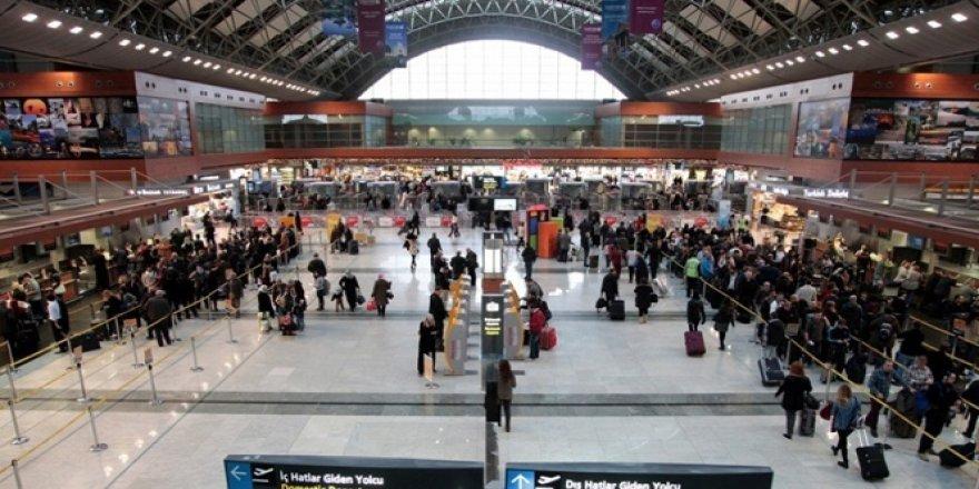Havalimanı'nda bayram yoğunluğu