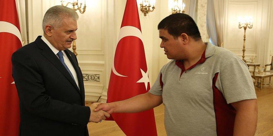 Yıldırım Başbakanlık personeliyle bayramlaştı