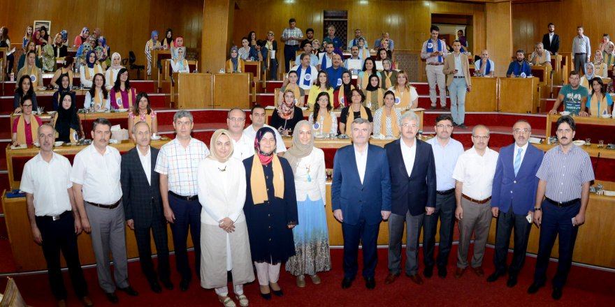 Vakıf İnsan Projesi'nde eğitimcilere sertifikaları verildi