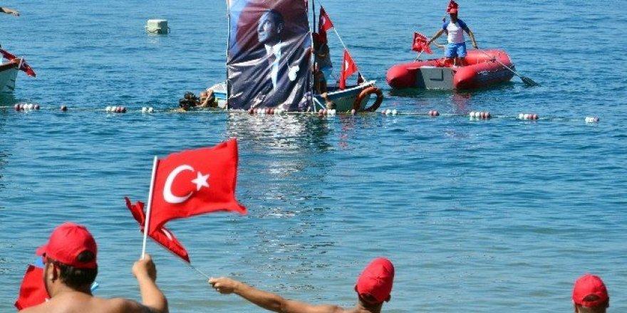 Ertelenen 30 Ağustos etkinlikleri plajda coşkuyla kutlandı