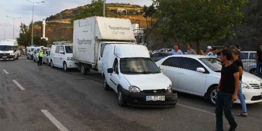 Samsun'da otomobil yayalara çarptı: 2 yaralı