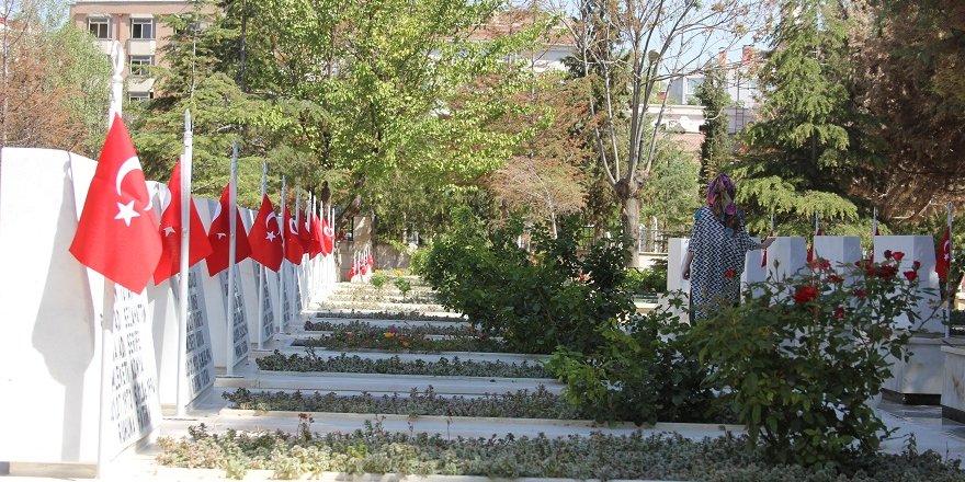 Konya'da şehitlik ziyareti
