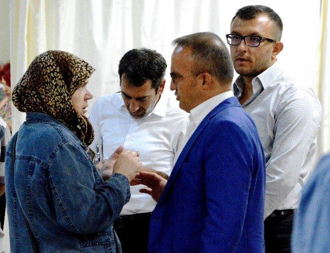 Turan, Acil Servis'te yatan hastaları ziyaret etti