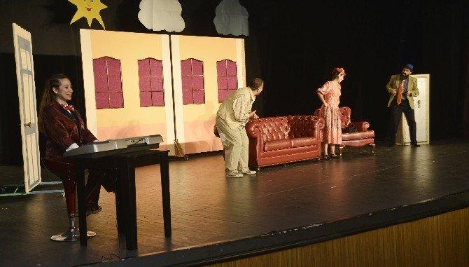 Maltepeli minikler tiyatro salonunu doldurdu