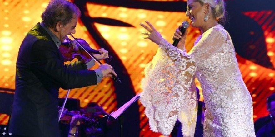Muazzez Ersoy ve Hakan Peker EXPO 2016'da sahne aldı