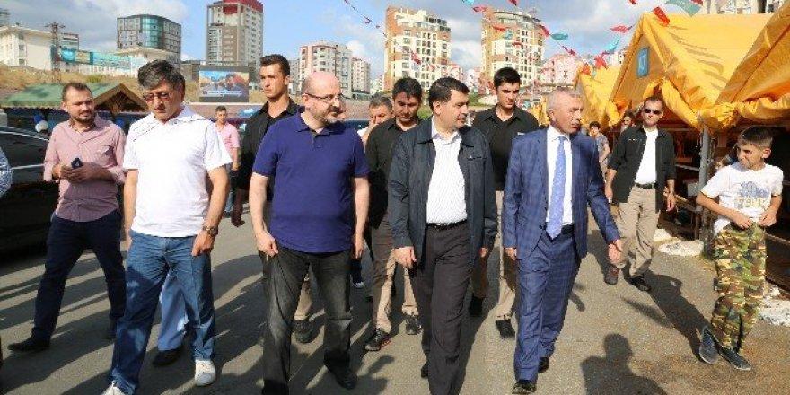 Vali Şahin, torunuyla birlikte hayvan pazarını gezdi