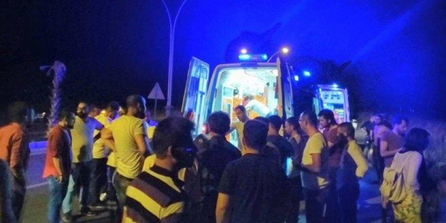 Otomobil motosikletle çarpıştı: 2 ölü, 3 yaralı