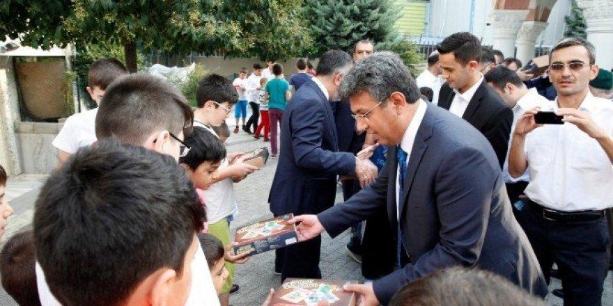 Başkan Karadeniz'den çocuklara nostaljik bayram hediyesi