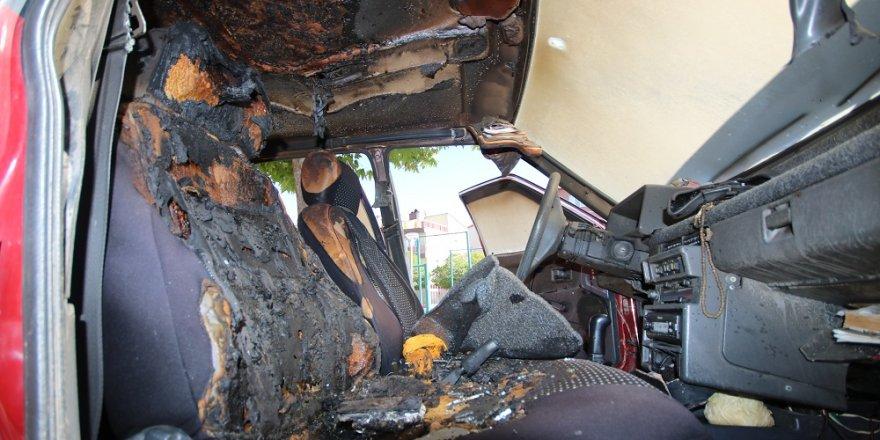 Konya'da otomobilde bırakılan cep telefonu patladı