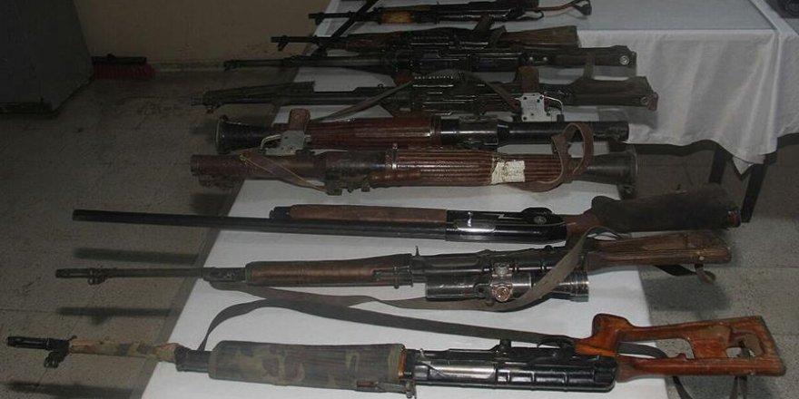 Çukurca'da çok sayıda silah ele geçirildi