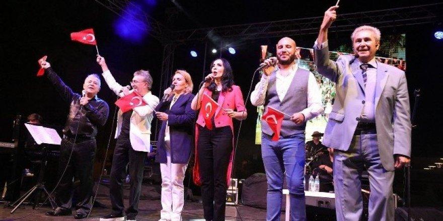Urla'da kurtuluş konseri düzenlendi