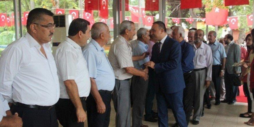 Dörtyol'da protokol vatandaşlarla bayramlaştı