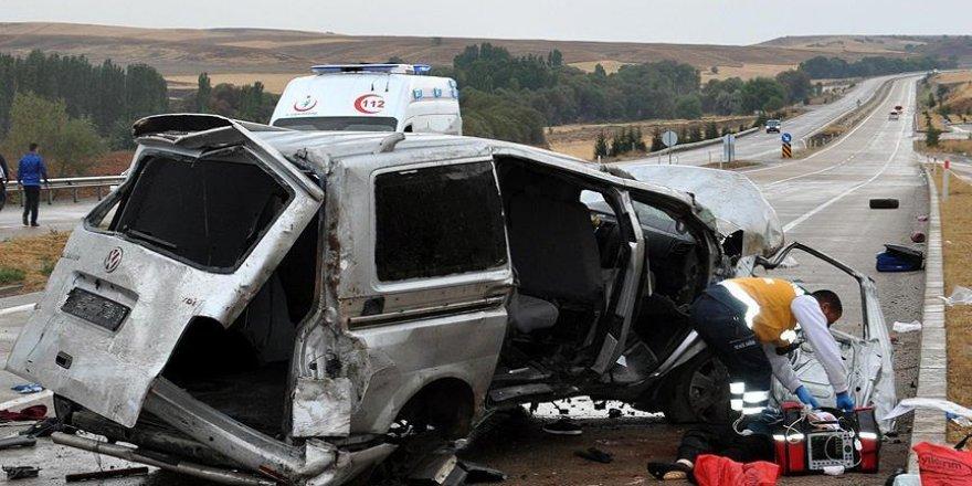 Kırıkkale'de minibüs devrildi: 2 ölü, 5 yaralı
