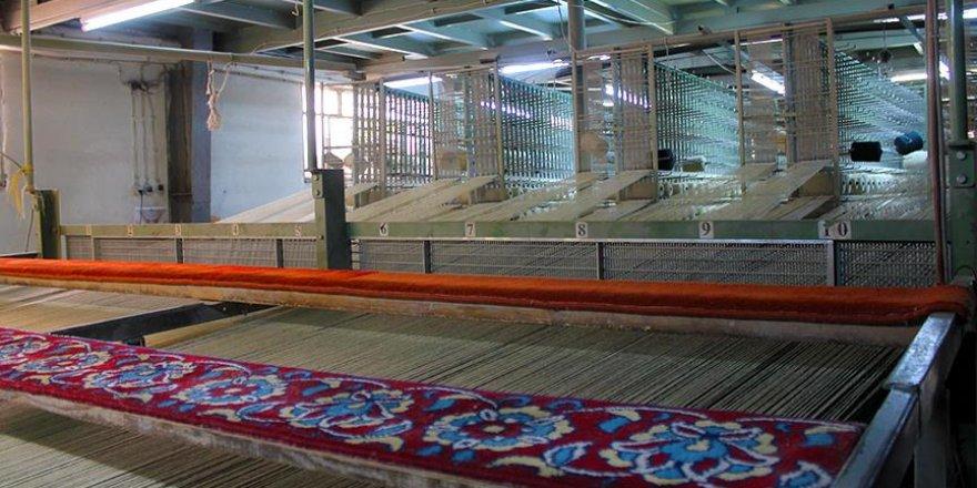Tarihi camilerin halıları asırlık tecrübeyle dokunuyor