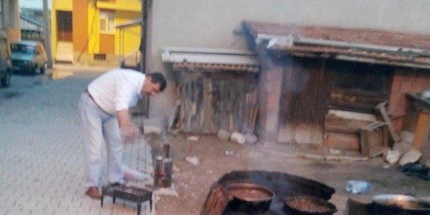 Sokakta kurban eti kavurma geleneği