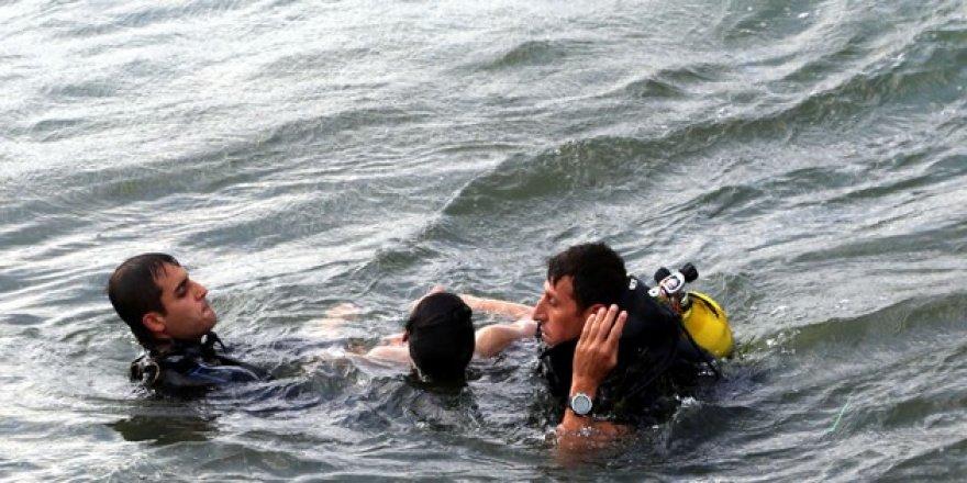 Denize giren 4 kişiden 3'ü boğuldu