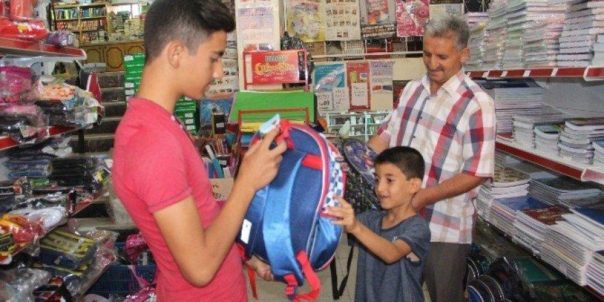 Bayram ve okul alışverişleri esnafın yüzünü güldürdü