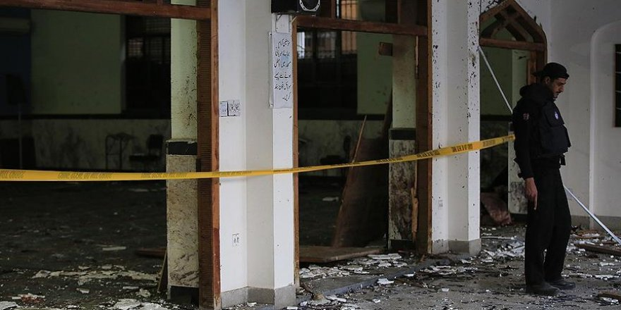 Pakistan'da camiye bombalı saldırı: 16 ölü