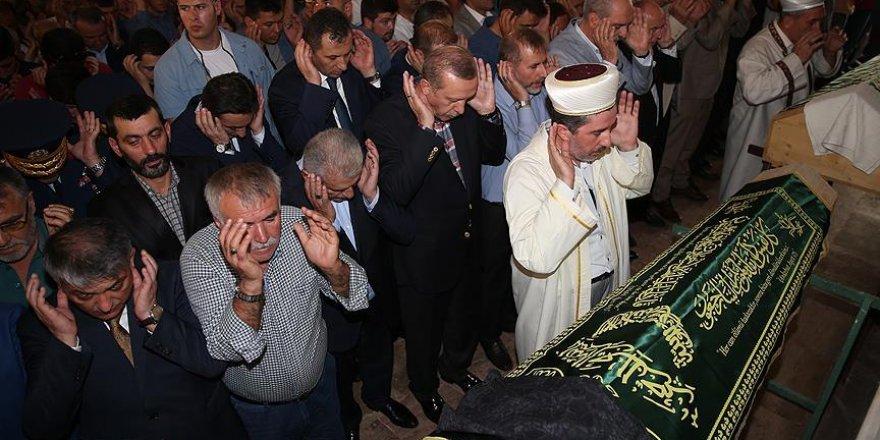 Erdoğan, Ziya İlgen'in annesinin cenazesine katıldı