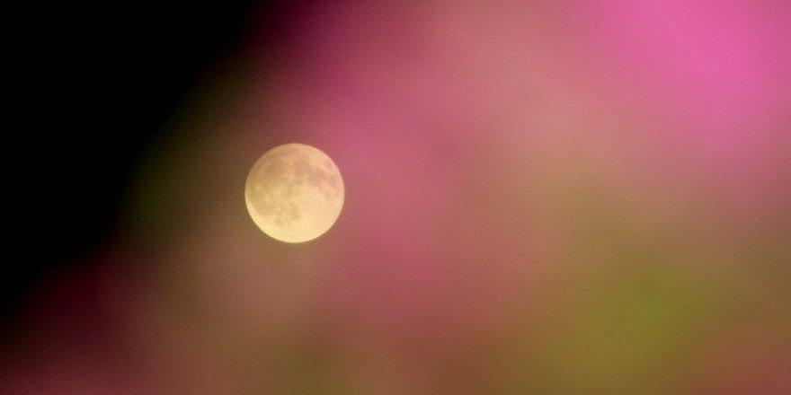 Ay tutulması İskenderun'da rengarenk görüntülendi