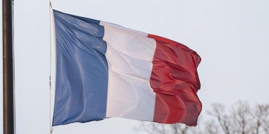Fransa'da terör nedeniyle okul personeline 'acil durum bilekliği'