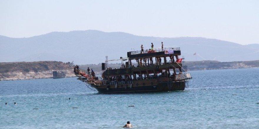 Didim'de tatilciler Eylül'de denizin tadını çıkarıyor