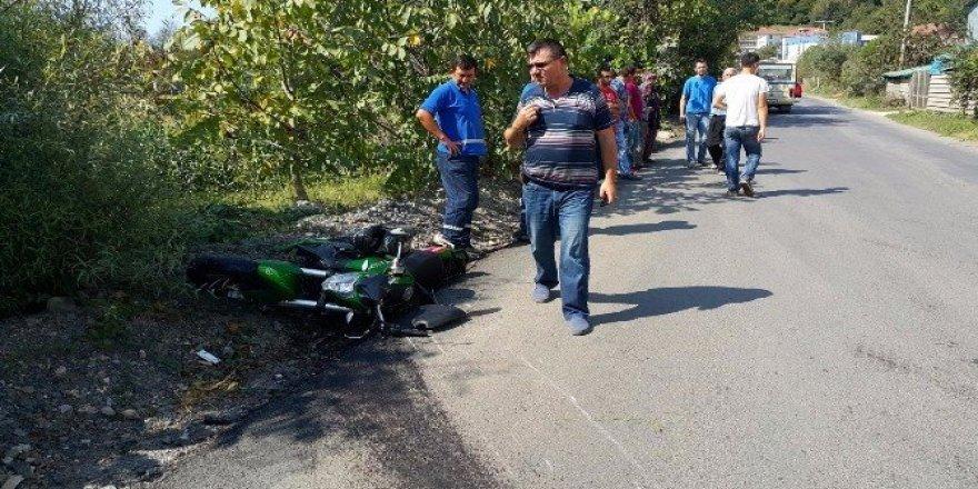 Motosiklet sürücüsü duvara çarptı