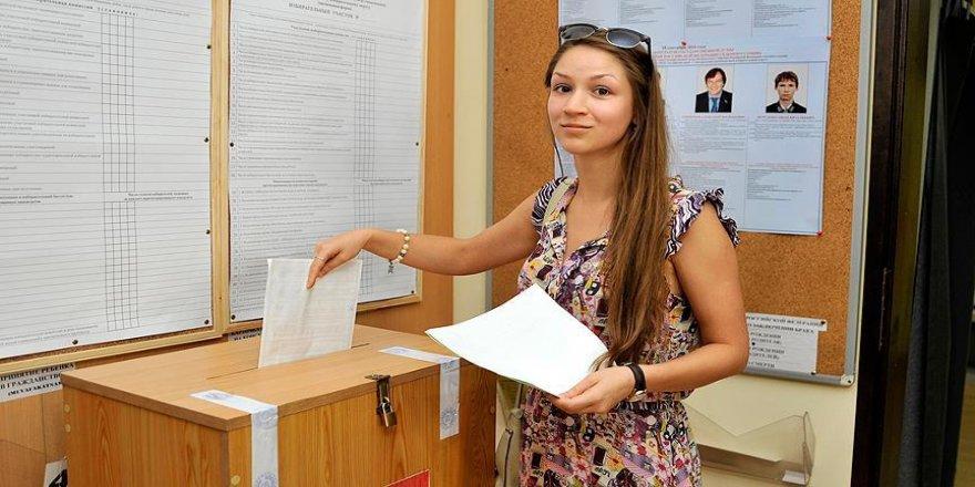 Antalya'da yaşayan Ruslar parlamento seçimi için oy kullanıyor