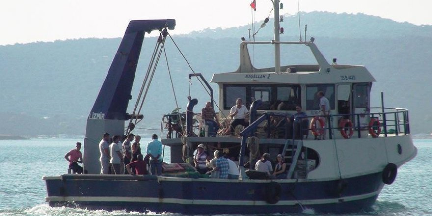"""""""Salcı Kız""""ın cenazesi kabristana tekne ile götürüldü"""