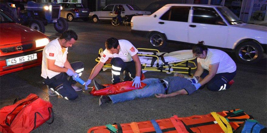 İstiklal Marşı çalınırken yol ortasında duran vatandaşa otomobil çarptı