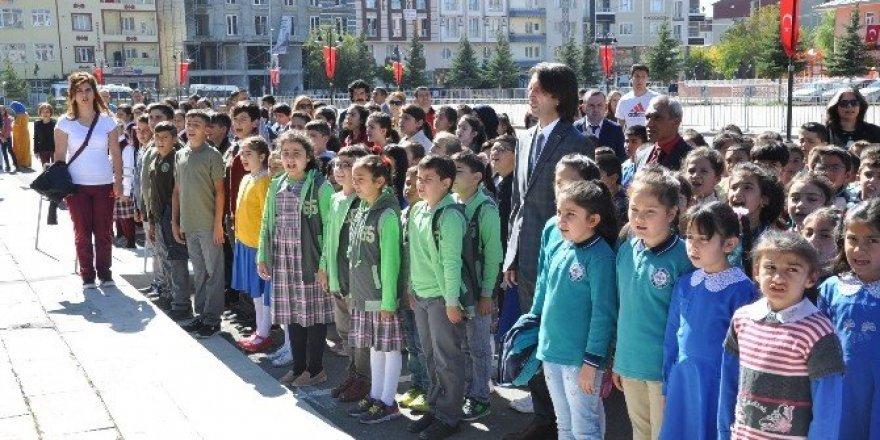 Kars'ta 63 bin öğrenci için zil çaldı