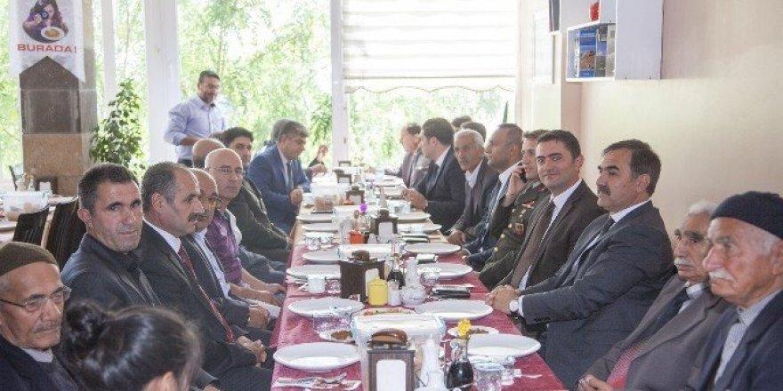 Ahlat Belediyesi gaziler onuruna yemek verdi