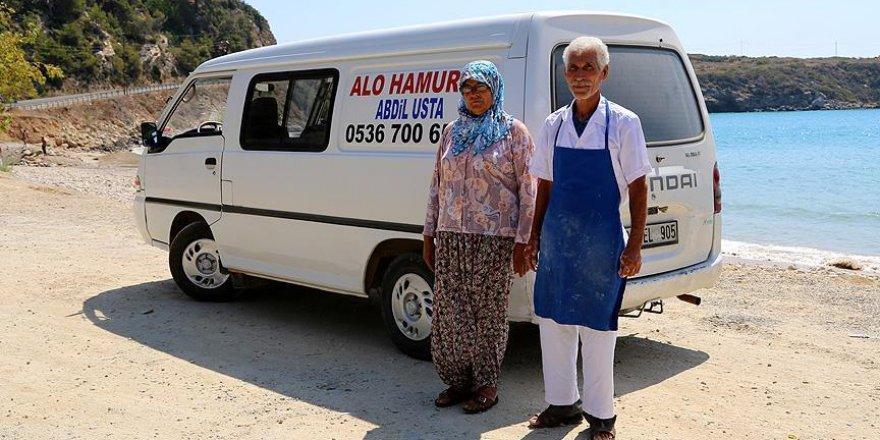 Mobil hamurcu Abdil Usta minibüsü ile yollarda