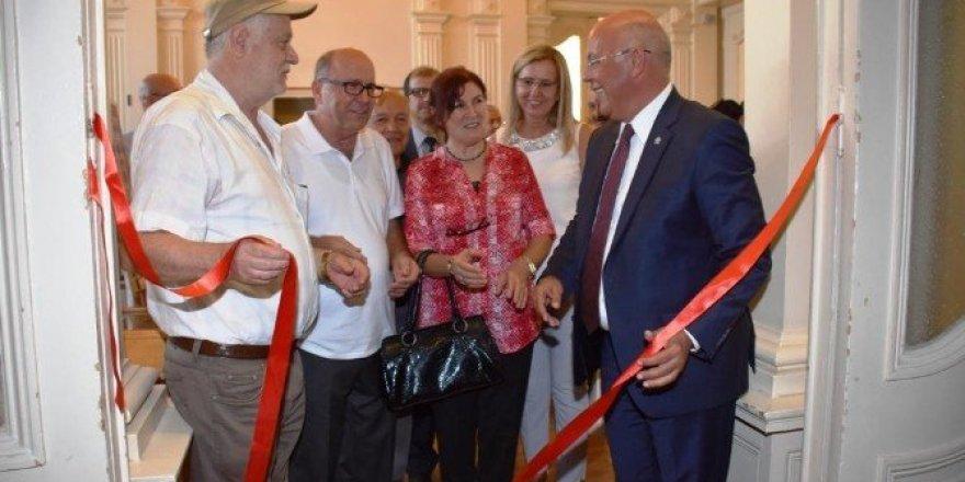"""Başkan Eşkinat, """"Perde ve perde arkası"""" resim sergisi açılışına katıldı"""