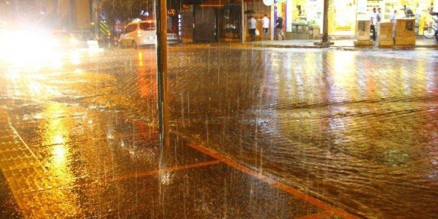 Aydın yağmura teslim oldu