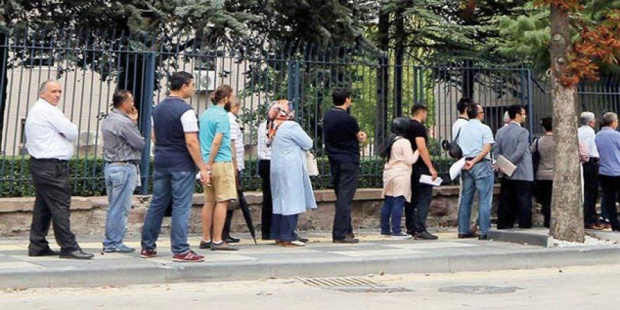 Başbakanlık önünde kuyruğa girdiler!
