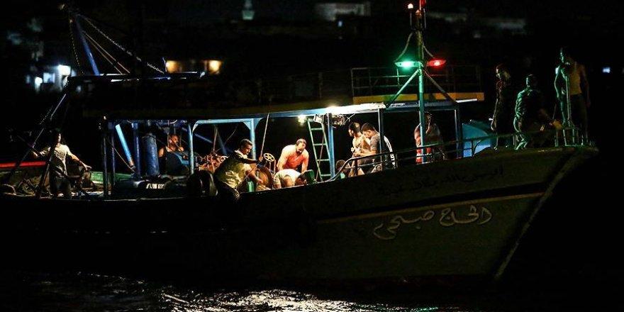 Mısır'da göçmenleri taşıyan tekne battı: 450 kayıp
