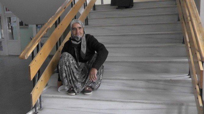 Kulu'daki Hükümet Konağı'na yaşlılardan asansör talebi