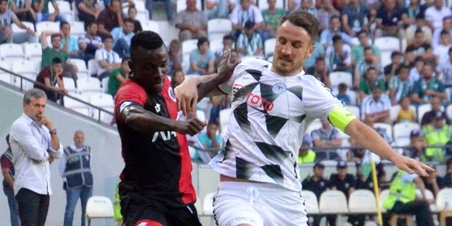 Konyaspor'un kaptanı Ali Çamdalı kart sınırında