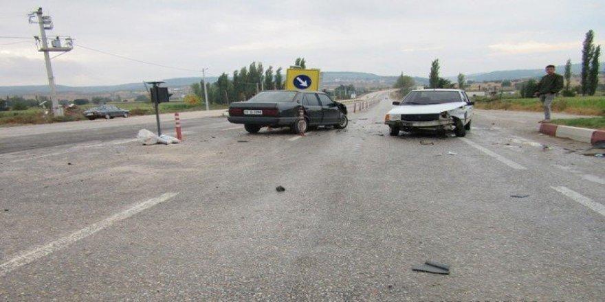 Bigadiç'te trafik kazası: 3 yaralı