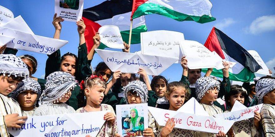 Çocuklardan Gazze yolundaki 'Özgürlük Filosu'na destek gösterisi