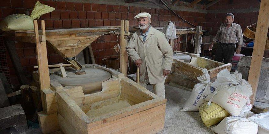 Asırlık dede 80 senedir mısır öğütüyor