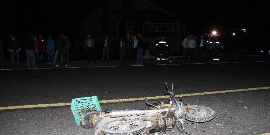 Motosiklet minibüse çarptı: 1 yaralı