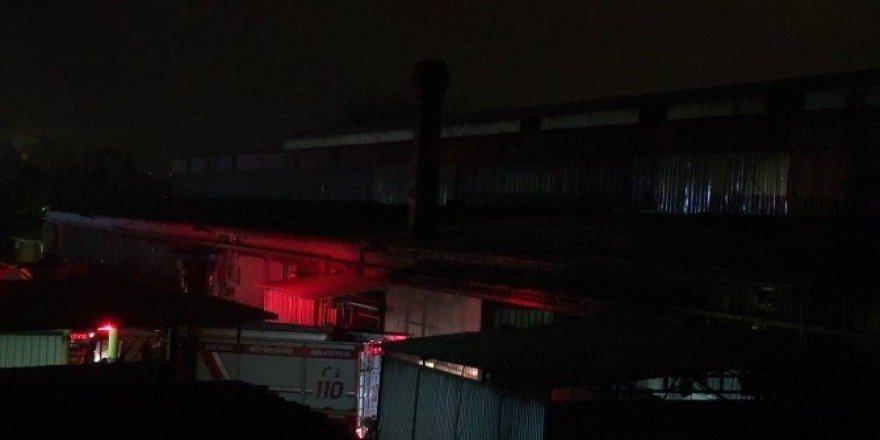 Döküm fabrikasında çıkan yangın paniğe neden oldu