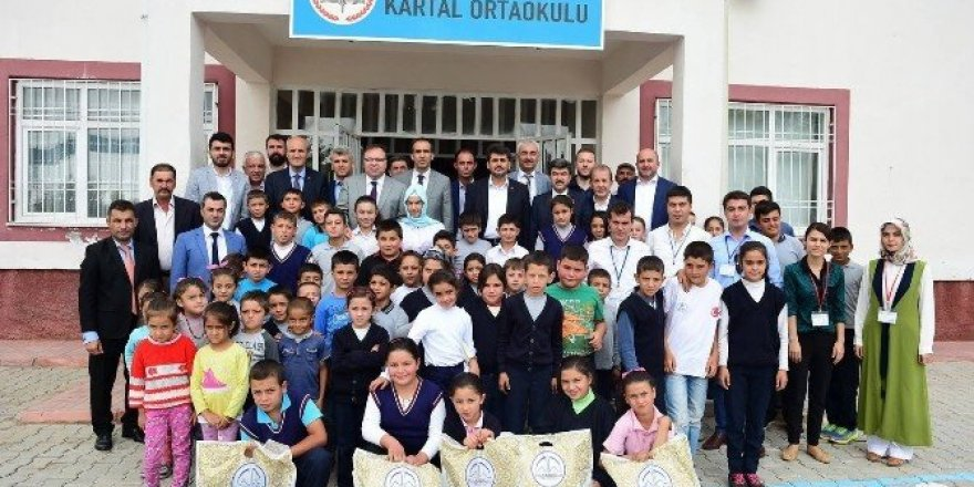 Dulkadiroğlu Belediyesi'nden öğrencilere kırtasiye yardımı