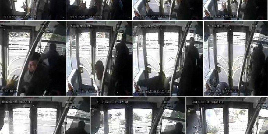 Metrobüs şoförüne şemsiyeli saldırı güvenlik kamerasında