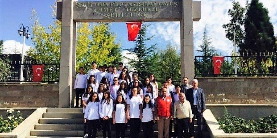 Kırşehir gençliği şehitliği ziyaret etti